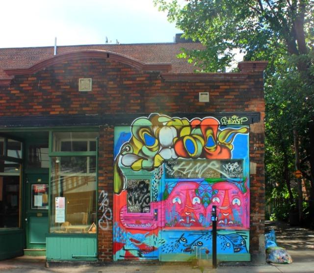 Montreal - graffiti corner building