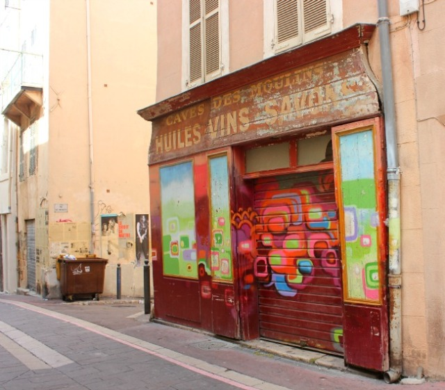 Marseille - graffiti embellishment