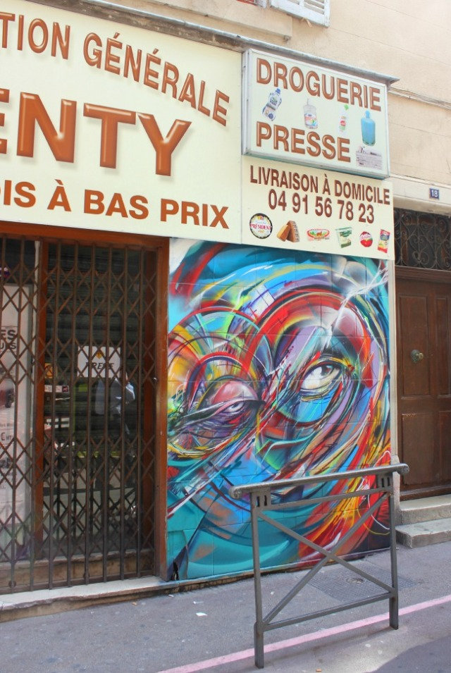Marseille - graffiti swirl