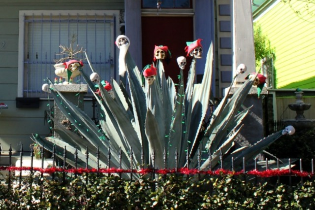 New Orleans - holiday elves