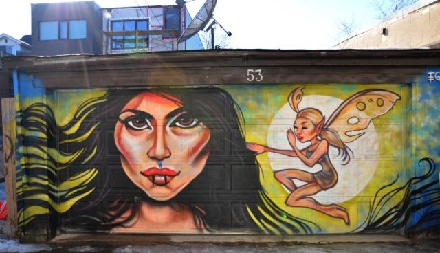 Toronto - graffiti: on my shoulder