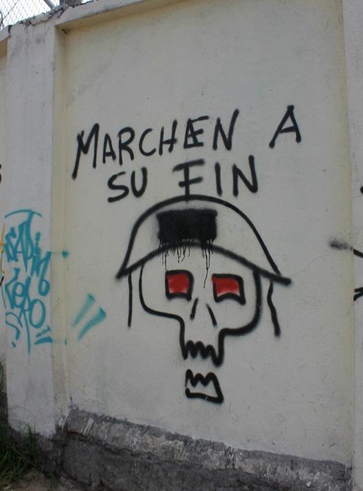 Quito - graffiti marchen
