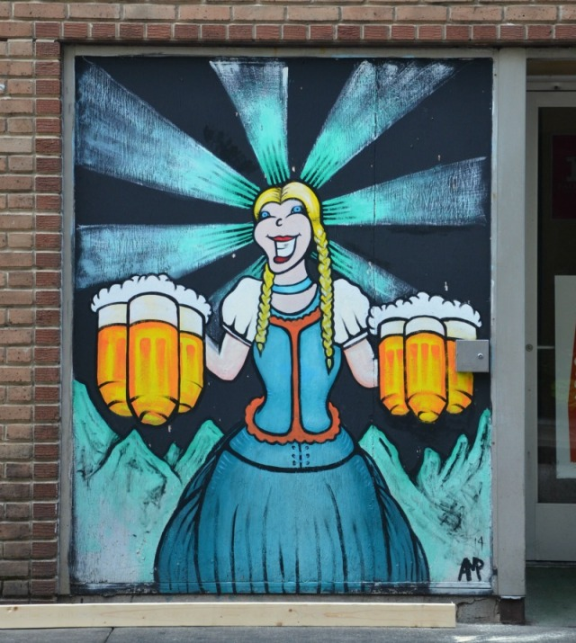 Mobile - Dauphin beer girl