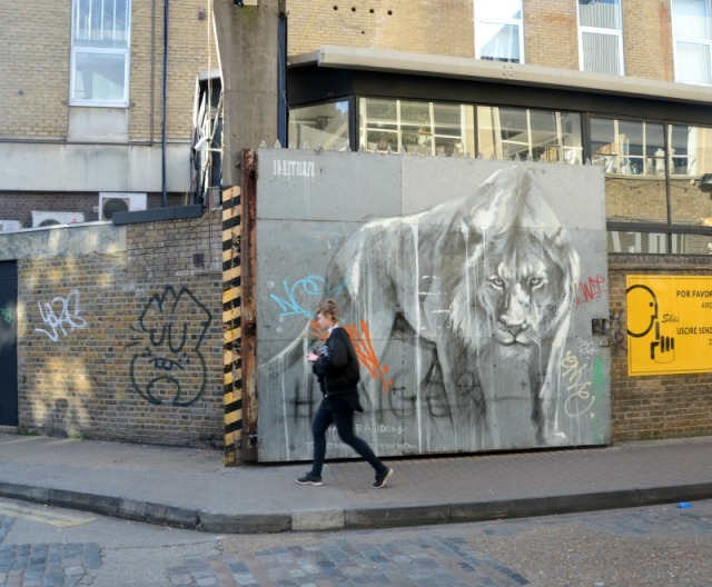 London - graffiti lion