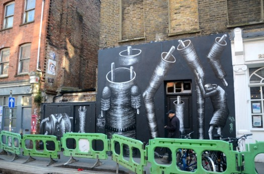 london - graffiti monster building