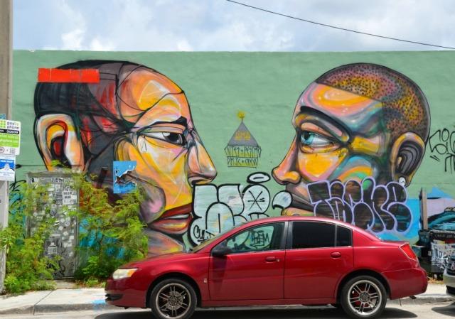 Miami - Two heads graffiti