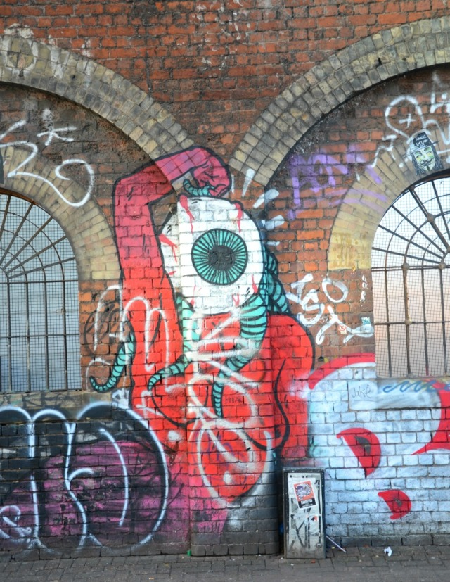London - graffiti eye
