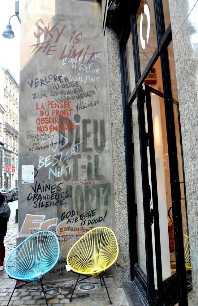 Brussels - graffiti & chairs